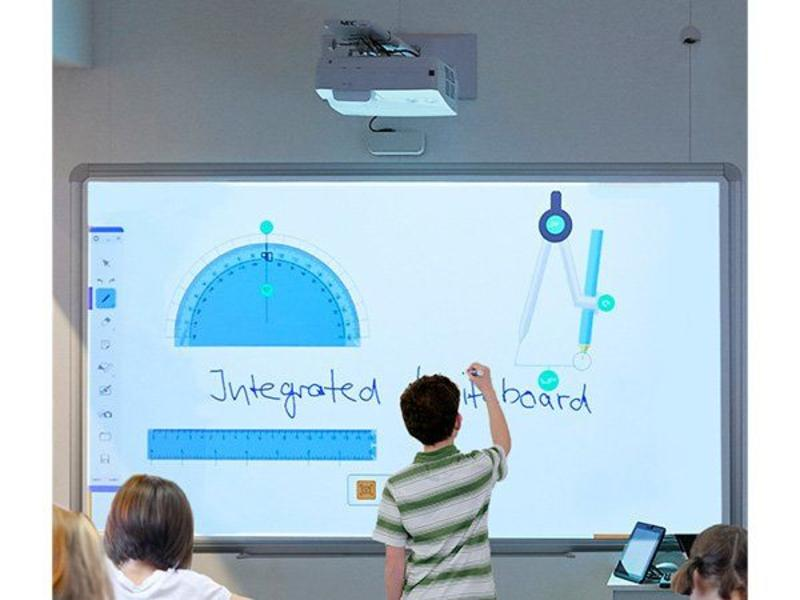 NEC NEC UM301Wi beamer met interactive whiteboard
