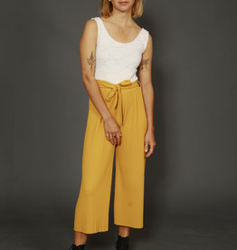 Pleated 00s jumpsuit in yellow