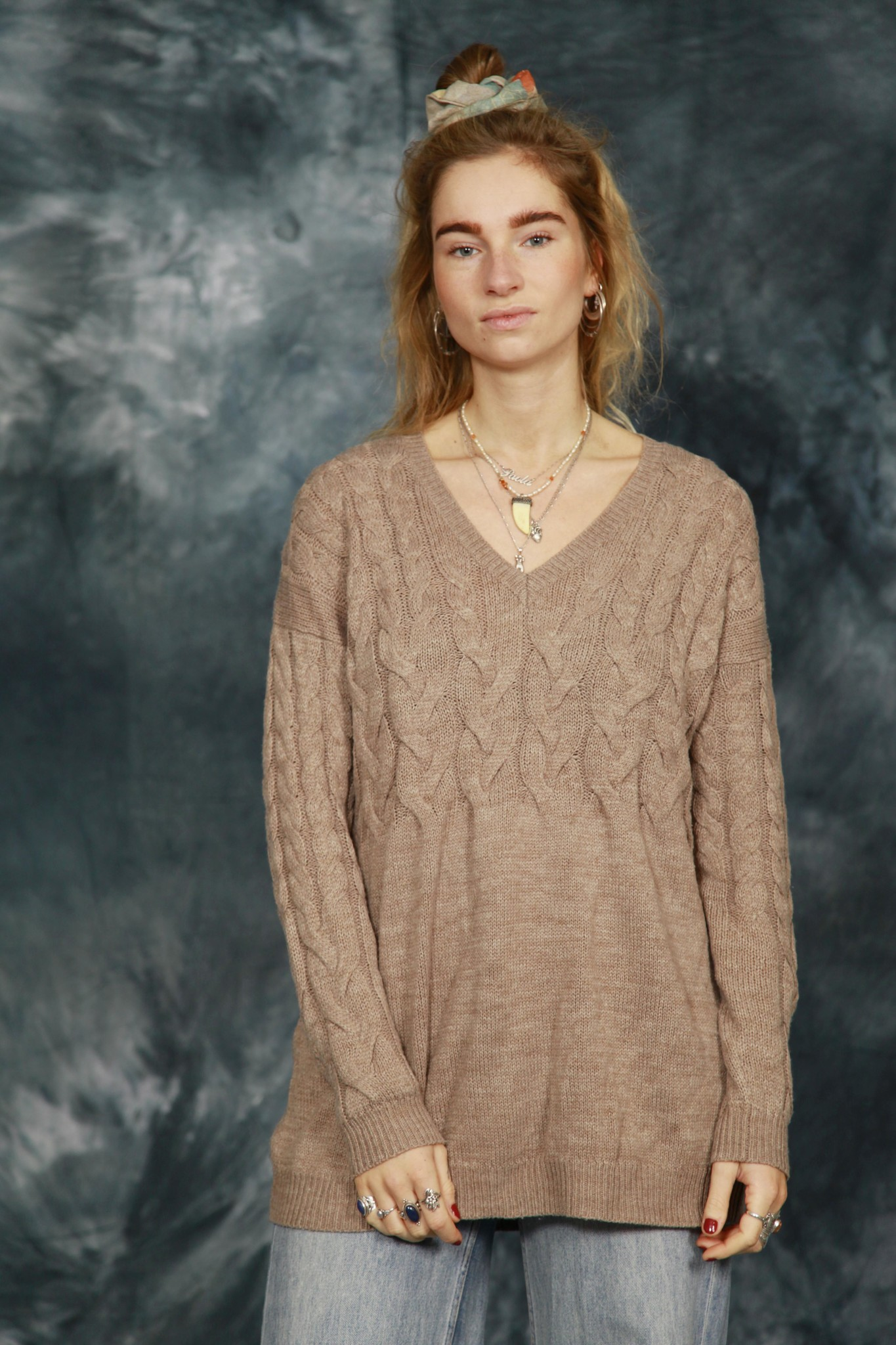 Cable knit pullover in brown