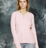 Cable knit pullover in pink