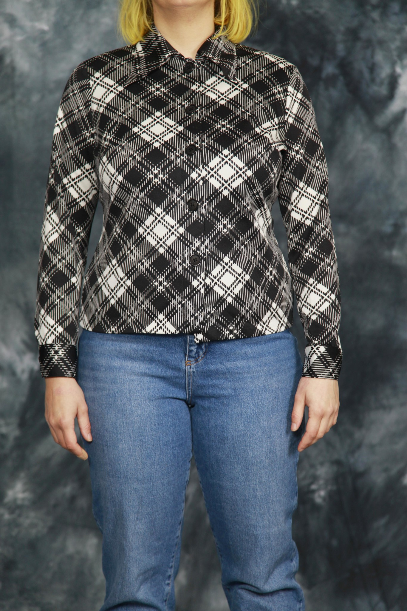 Beautiful 70s blouse with black and white plaid pattern
