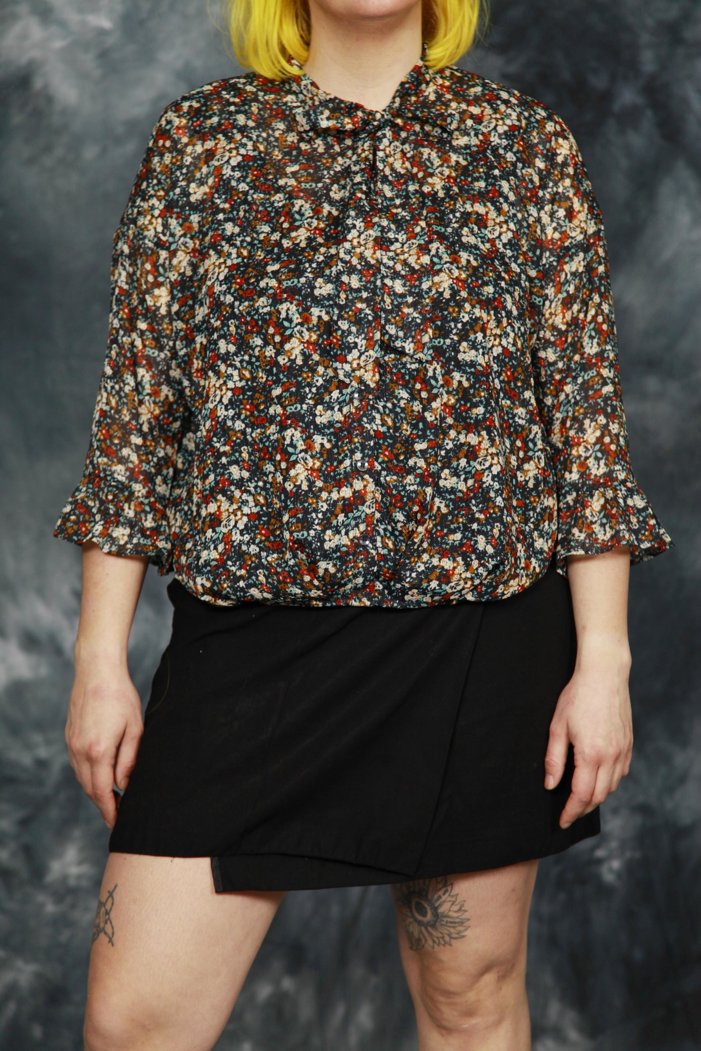 Floral 80s blouse with pussy-bow