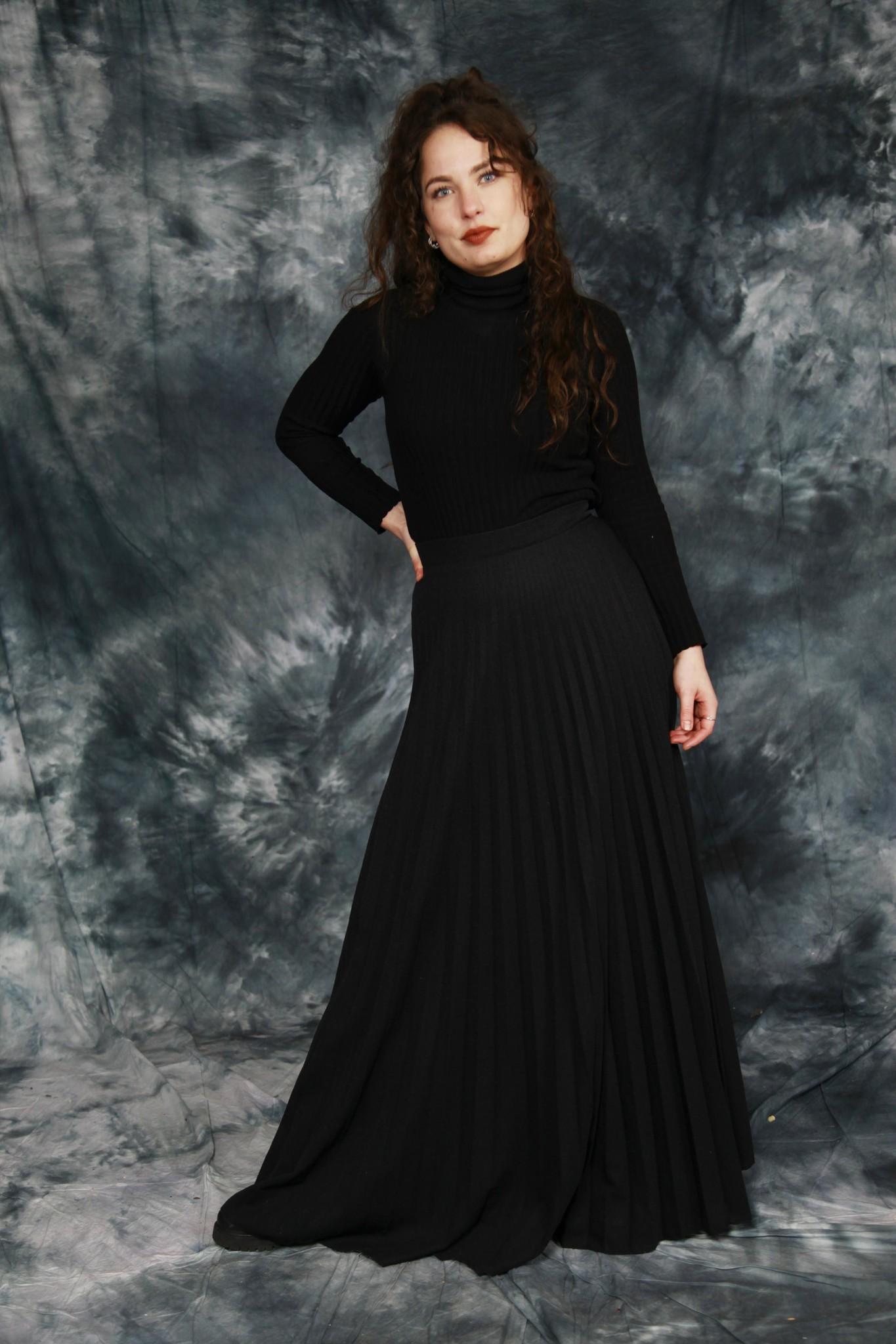Pleated 70s maxi skirt