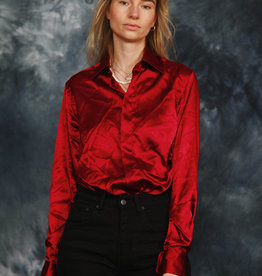 Shiny 90s shirt in red