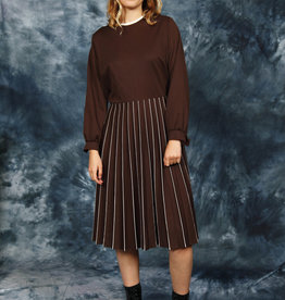 Pleated 80s dress in brown
