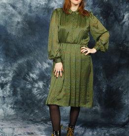 Shiny 80s dress in green
