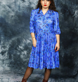 Pleated 80s dress in blue