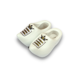 woodenshoe pair magnet white with logo