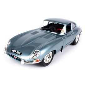 Bburago Jaguar E-type Coupe 1961 lichtblauw - Modelauto 1:18