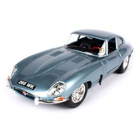 Bburago Jaguar E-type Coupe 1961 light blue - Model car 1:18