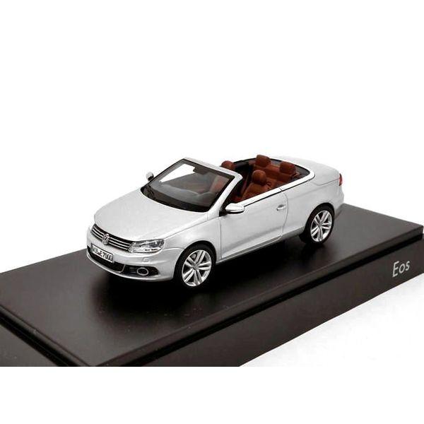 Modelauto Volkswagen Eos 2011 zilver 1:43