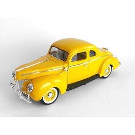 Motormax Ford Deluxe 1940 geel 1:18