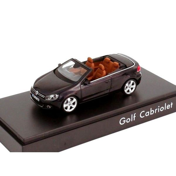 Modelauto Volkswagen Golf Cabriolet 2012 donkerpaars 1:43