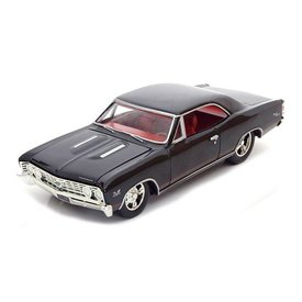 Auto World Chevrolet Chevelle SS 1967 zwart - Modelauto 1:24