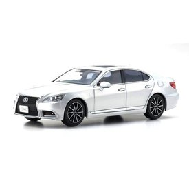 Kyosho Lexus LS 460 F Sport zilver 1:43