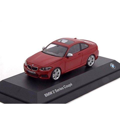 BMW 2 Serie Coupé (F22) rood - Modelauto 1:43