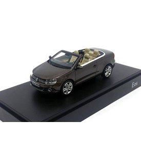 Kyosho Modelauto Volkswagen Eos 2011 bruin metallic 1:43