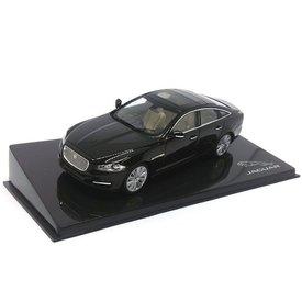 Ixo Models Jaguar XJ zwart amethist - Modelauto 1:43