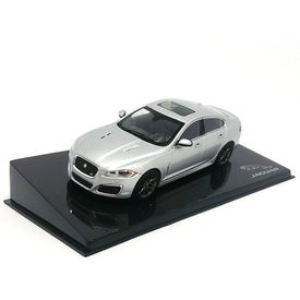 Ixo Models Jaguar XFR Rhodium zilver - Modelauto 1:43