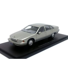 BoS Models Chevrolet Caprice Sedan zilver - Modelauto 1:43