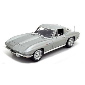 Maisto Chevrolet Corvette 1965 silver - Model car 1:18