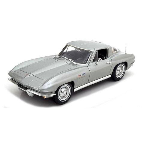 Modelauto Chevrolet Corvette 1965 zilver 1:18