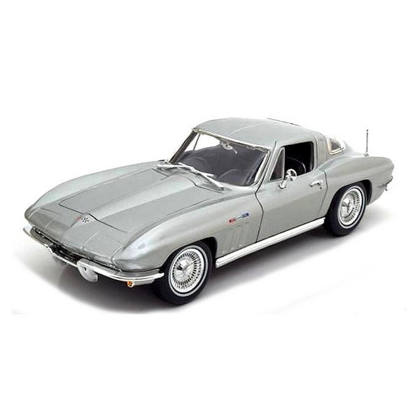 Model car Chevrolet Corvette 1965 silver 1:18