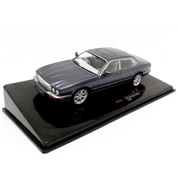 Model car Jaguar XJ8 (X308) 1998 grey metallic 1:43