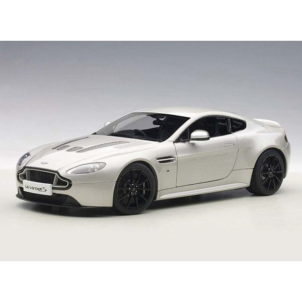 Model car Aston Martin V12 Vantage S 2015 silver (RHD) 1:18