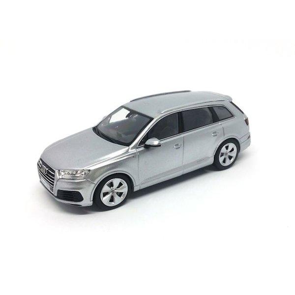 Modelauto Audi Q7 2015 zilver 1:43