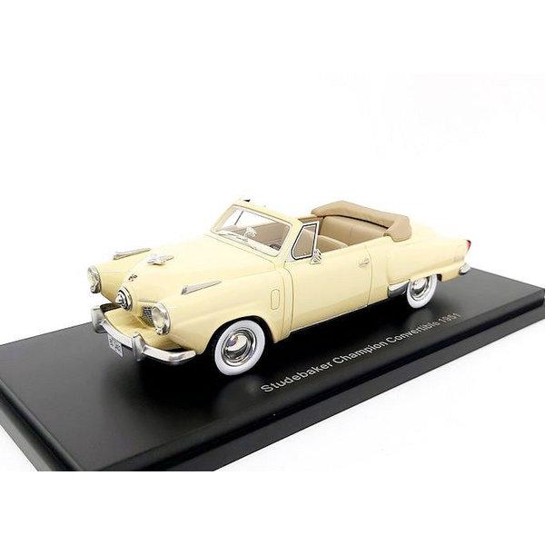 Model car Studebaker Champion Convertible 1951 cream 1:43