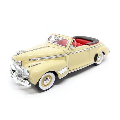 Chevrolet Special Deluxe 1941 creme - Modelauto 1:24