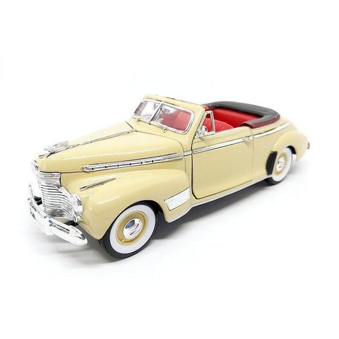 Chevrolet Special Deluxe 1941 creme - Modellauto 1:24