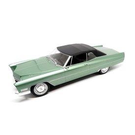 KK-Scale Cadillac DeVille mit Softtop 1967 hellgrün metallic/schwarz - Modellauto 1:18