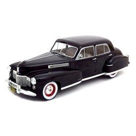 Modelcar Group (MCG) | Modelauto Cadillac Fleetwood Series 60 Special Sedan zwart 1:18