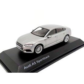 Spark Audi A5 Sportback 2017 zilver - Modelauto 1:43