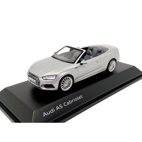 Audi A5 Cabriolet 2017 zilver - Modelauto 1:43