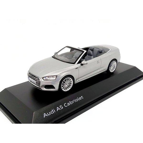 Modelauto Audi A5 Cabriolet 2017 zilver 1:43