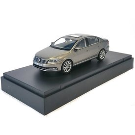 Schuco Volkswagen VW Passat light brown metallic - Model car 1:43