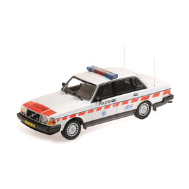 Minichamps   Modelauto Volvo 240 GL 1986 Politie Nederland 1:18