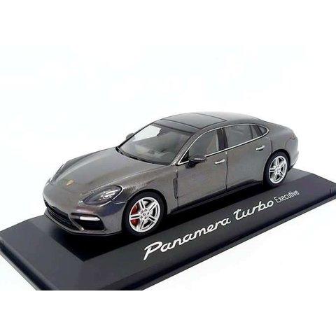 Porsche Panamera Turbo Executive 2016 agaatgrijs metallic - Modelauto 1:43