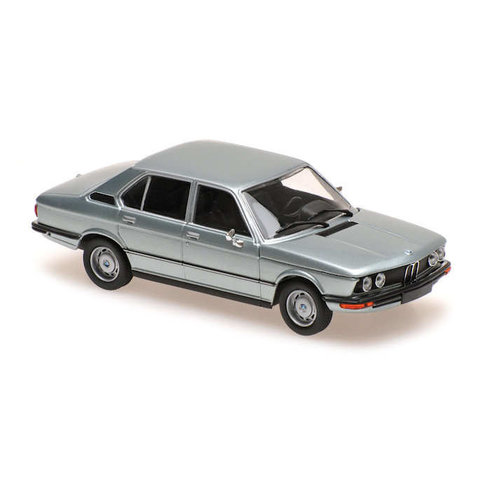 BMW 520 (E12) 1972 hellblau metallic - Modellauto 1:43