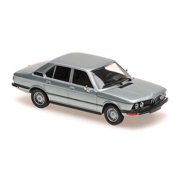Modellauto BMW 520 (E12) 1972 hellblau metallic 1:43