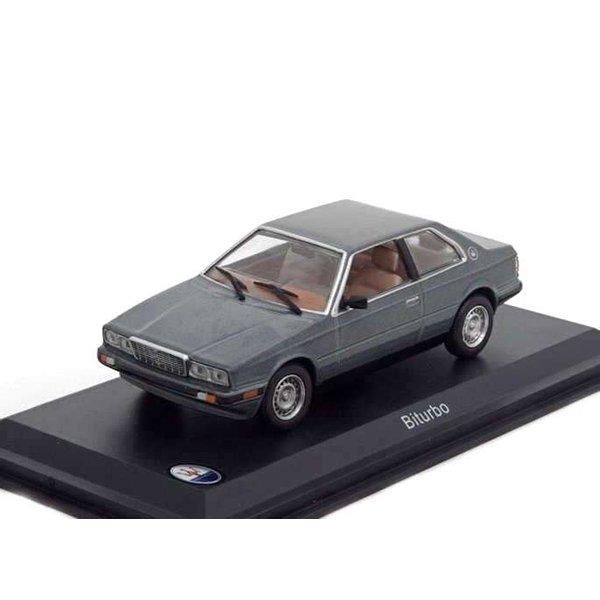 Modelauto Maserati Biturbo grijs metallic 1:43