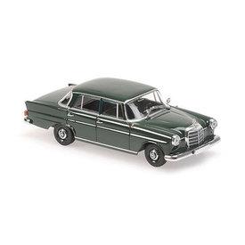 Maxichamps Mercedes Benz 190 (W110) 1961 donkergroen - Modelauto 1:43