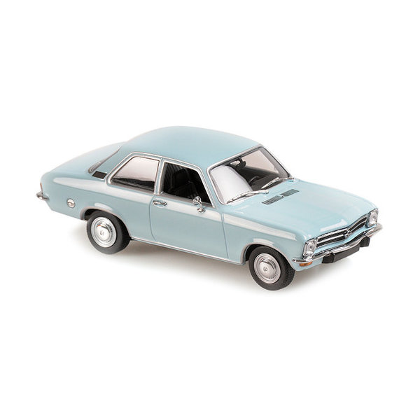 Modelauto Opel Ascona 1970 lichtblauw 1:43   Maxichamps