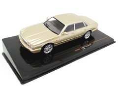 Products tagged with Jaguar XJ8 1:43