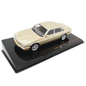 Ixo Models Jaguar XJ8 (X308) 1998 gold metallic - Model car 1:43