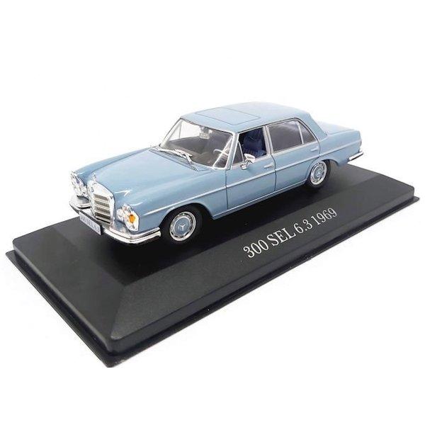 Modelauto Mercedes Benz 300 SEL 6.3 (W109) 1968 lichtblauw 1:43