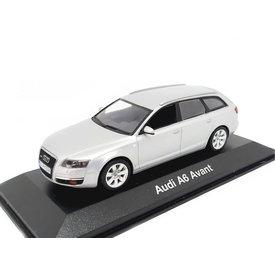 Minichamps Audi A6 Avant 2004 zilver - Modelauto 1:43